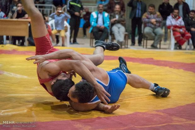برگزاری مسابقات قهرمانی کشتی آزاد و فرنگی جوانان استان مرکزی