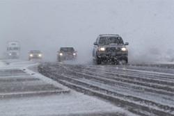 برف و باران در جادههای خراسان رضوی/ترافیک نیمه سنگین در ورودی های تهران