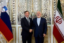 Slovenian FM felicitates Zarif on Islamic Revolution anniv.