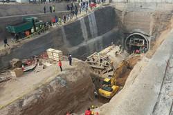 سگهای زنده یاب وارد محل ریزش تونل مترو قم شدند