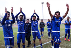 دیدار تیم های فوتبال استقلال خوزستان و صنعت نفت آبادان