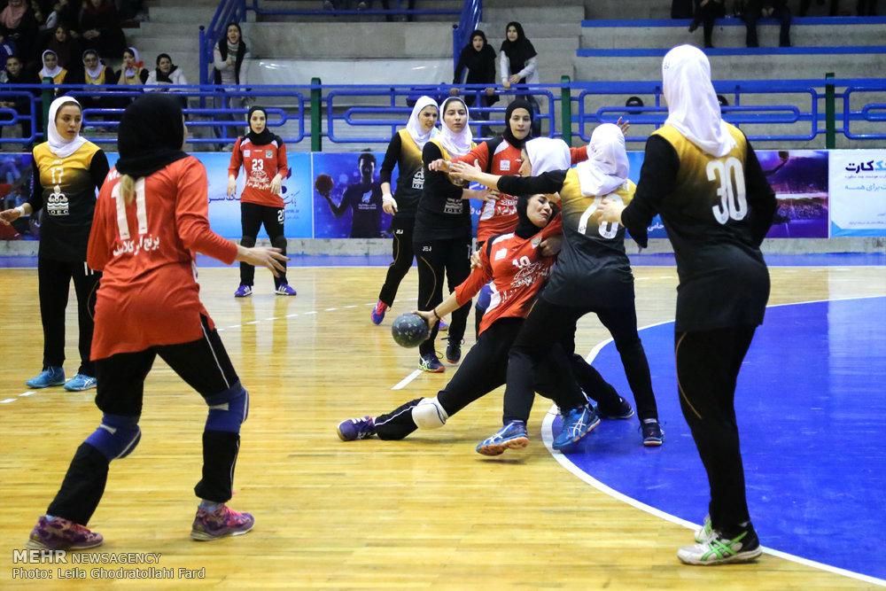در هفته دهم لیگ برتر هندبال بانوان ایران؛ دختران هندبالیست کردستانی مغلوب شهرداری شاهینشهر شدند