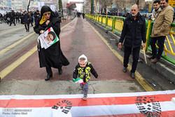 حضور گسترده مردم استان ایلام در آغاز راهپیمایی ۲۲ بهمن