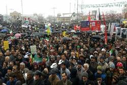 انقلاب اسلامی ایران با وجود تمام مشکلات در حال حرکت است