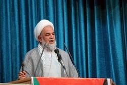 برخی با تفکر غربی در جامعه اسلامی به دنبال قداست زدایی هستند