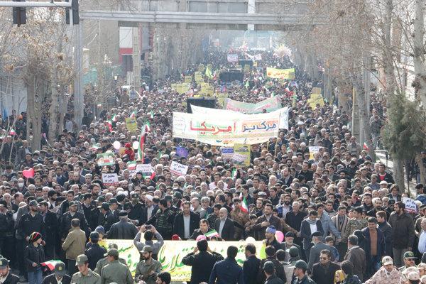 بدء مسيرات الإحتفال بالذكرى الـ 38 لإنتصار الثورة الإسلامية في ايران