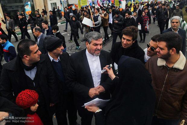 Devlet yetkilileri de gösterilere katıldı