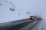 بارش برف و باران سطح جاده های زنجان را لغزنده کرده است