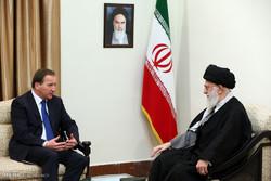 رئيس الوزراء السويدي يلتقي قائد الثورة الاسلامية / صور