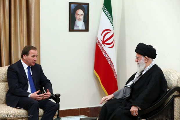 Leader receives Swedish PM