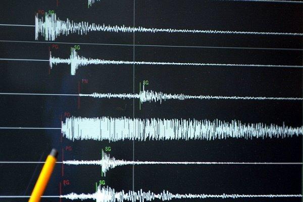 İran'da art arda 11 deprem