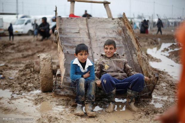 Kampta oynayan Iraklı çocuklar