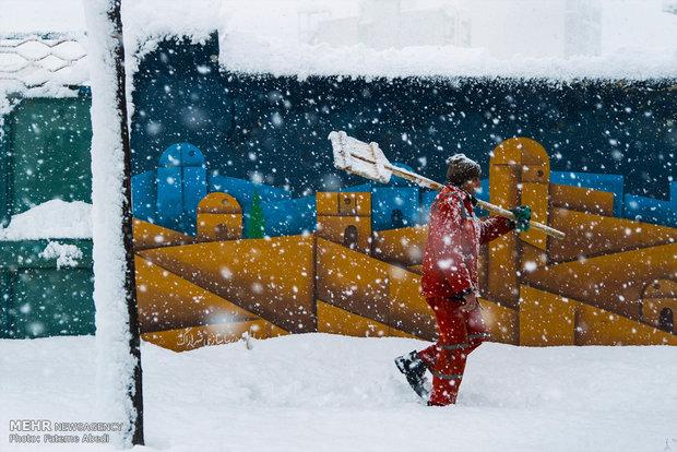 İran'ın Erak kentinden kar manzaraları