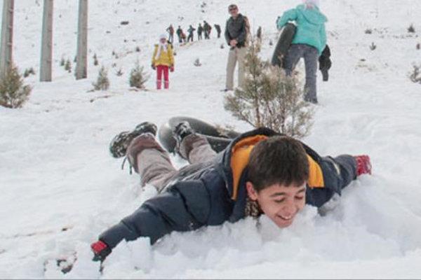 بارش برف مدارس برخی شهرهای اردبیل در نوبت عصر را تعطیل کرد