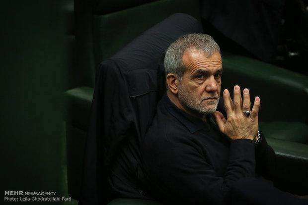 بزشكيان: لولا تضحيات مدافعي الحرم لكان داعش توغل في جميع أرجاء إيران