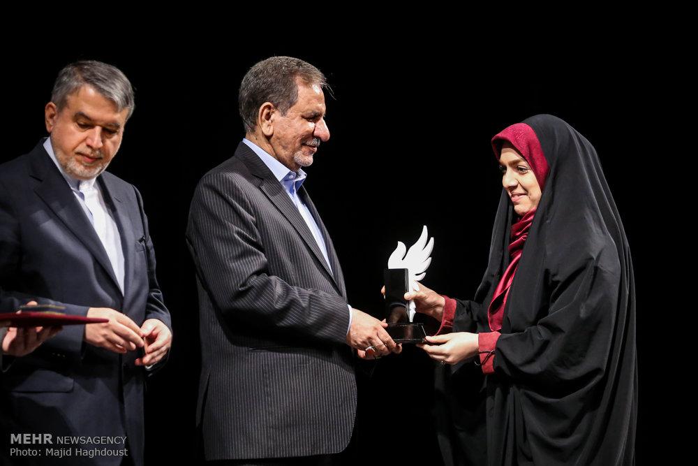 پایان نخستین جایزه ایثار و رسانه/ خبرنگار و عکاس مهر برگزیده شدند