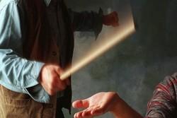 محکومیت برخورد نامناسب مربی یک مکتبخانه با دو دانش آموز در بستک