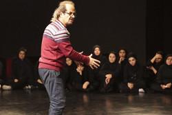 «من» به ماهیت گروهی تئاتر میپردازد/ اجرا در استانهای مختلف