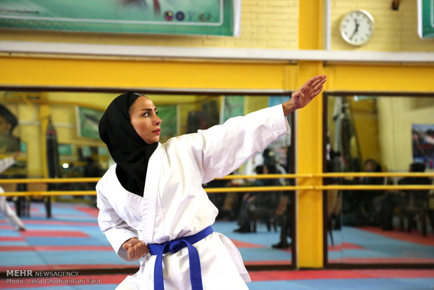 مسابقات لیگ کاراته بانوان استان مرکزی در اراک برگزار شد