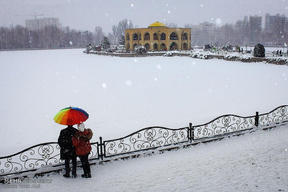 حال و هوای روز برفی در تبریز