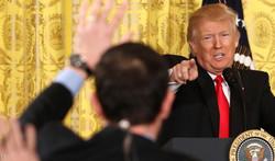 """ترامب يصف وسائل اعلام عدة بأنها """"عدوة الأميركيين"""""""