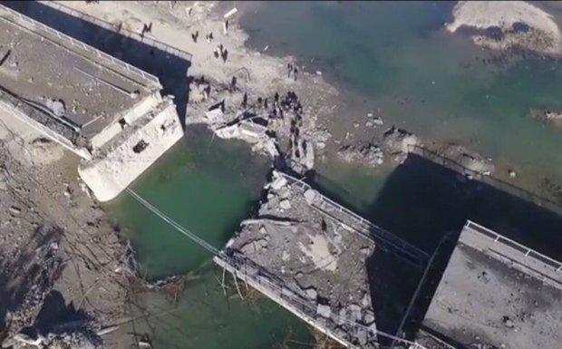 US-led coalition airstrikes destroy new strategic bridge in Raqqa