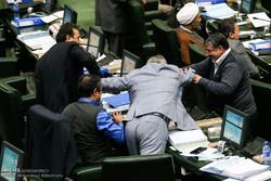 درگیری لفظی نماینده سمنان و شاهرود در مجلس/لاریجانی: رفیق باشید