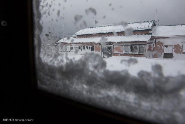 سفری زمستانی در ژاپن با قطاری قدیمی