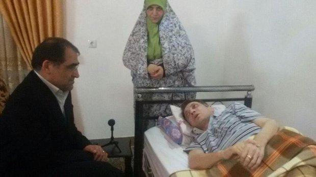 وزیر بهداشت از جانباز بالای ۷۰ درصدی در مازندران عیادت کرد