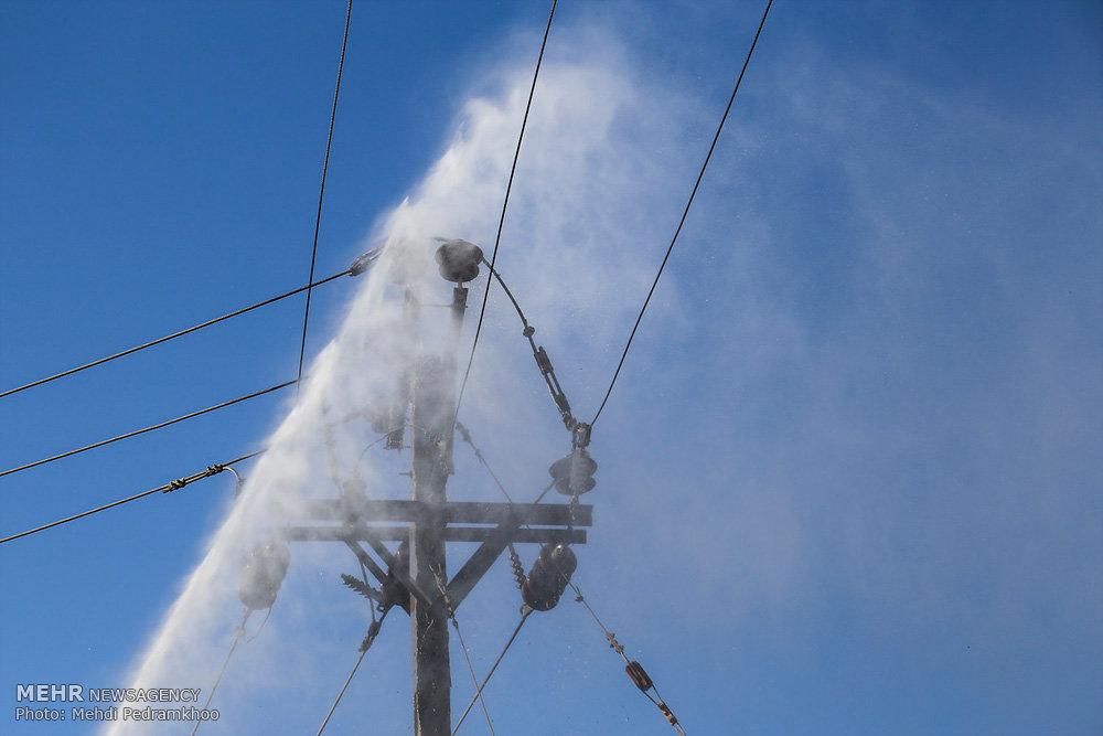 طرح ضربتی تعویض یا شستشوی مقره های ترانس های برق در اهواز