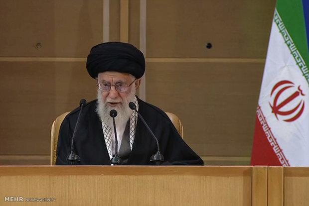 قائد الثورة الاسلامیة: فلسطين لا زالت تمثل محوراً لوحدة العرب والمسلمين