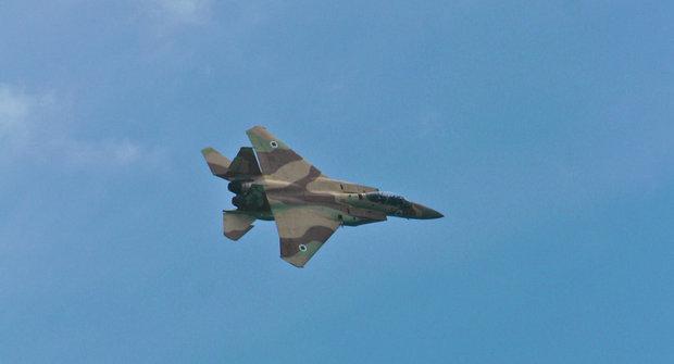 Israeli jet strikes Syrian army in west Damascus