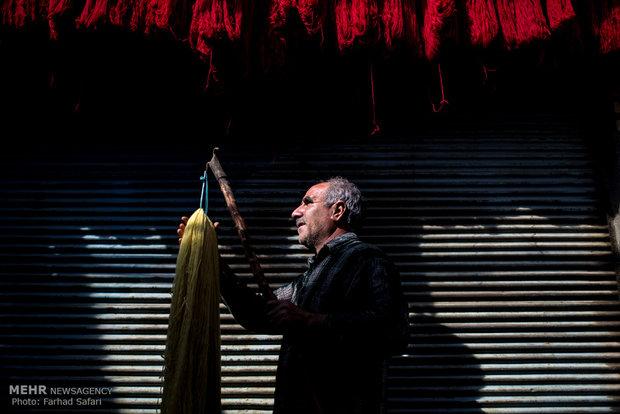 رجل الألوان؛ الصباغة مهنة للخيط والألوان