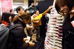 هجوم طرفداران موراکامی به کتابفروشیها/رمان جدید منتشر شد