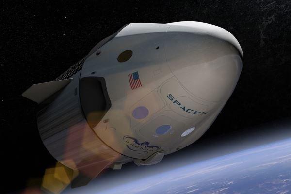 اسپیس ایکس مسافر مرموزی به ماه میبرد
