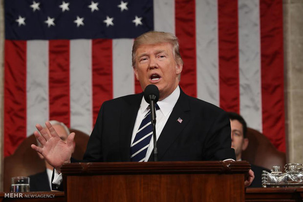 ترامب يمدد قرار حظر السفر ويستثني العراق