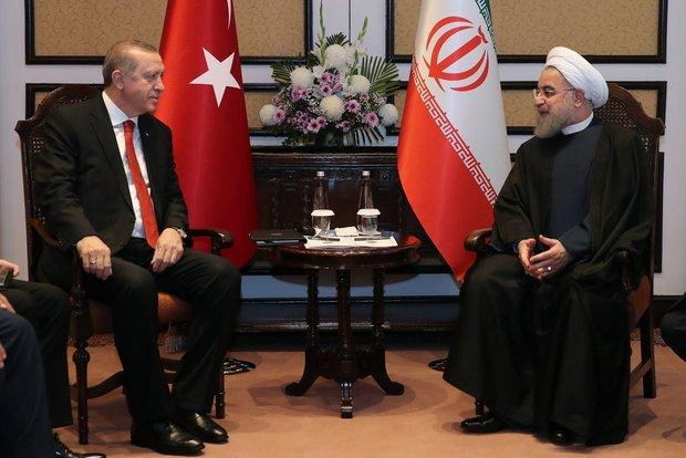 Rouhani, Erdoğan talk bilateral ties in ECO summit