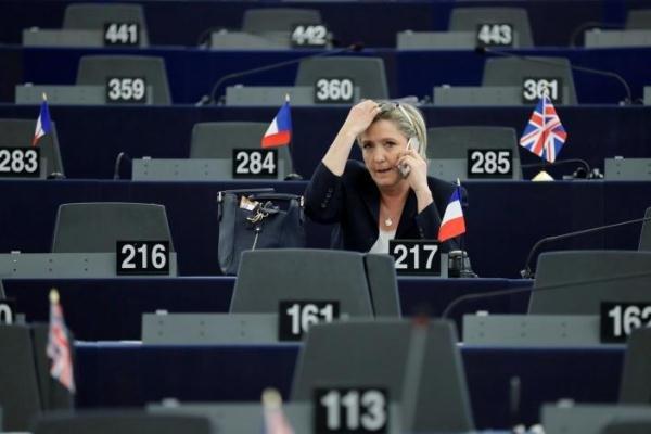 Le Pen'den referandum yasağı çağrısı