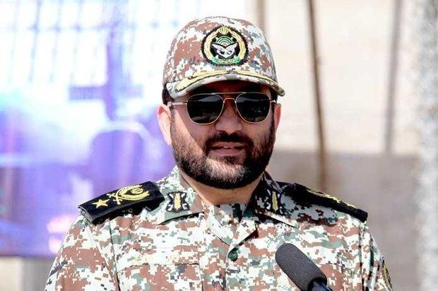 العميد فرزاد إسماعيلي يتفقد معرض صناعات الدفاع الجوي