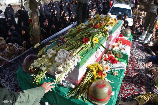 مراسم تشییع و خاکسپاری یک شهید گمنام در شهرضا اصفهان