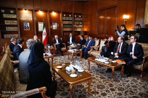 Zarif meets with French finance minister