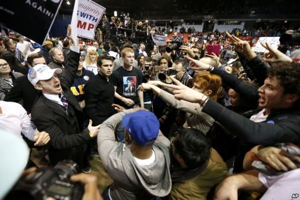 Trump taraftarlarıyla karşıt gruplar arasında çatışma yaşandı