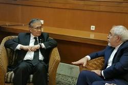 ظريف يؤكد على ضرورة تعزيز التعاون المصرفي بين طهران - بانكوك