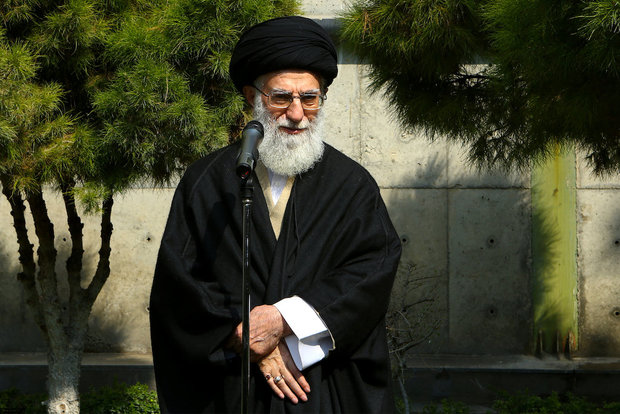 Ayatollah Khamenei planted saplings on Natural Resources Week