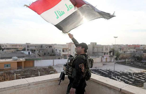 رفع العلم العراقي في حيي النبي شيت والعكيدات غرب الموصل