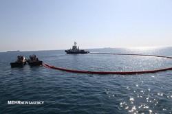 نشت نفت در نزدیکی جزیره خارگ کنترل و پاکسازی شد