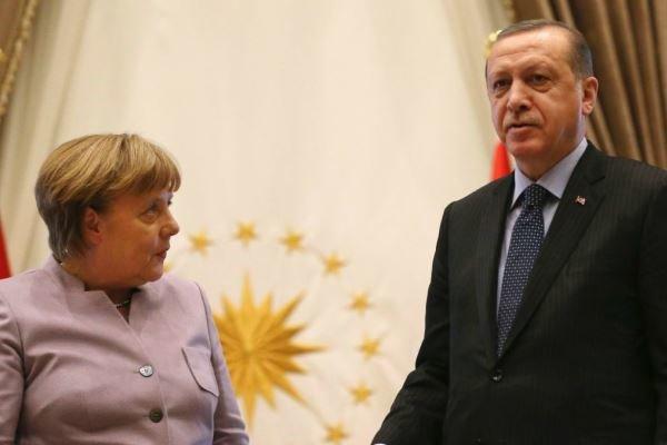"""Merkel ile """"sorunları çözme"""" zirvesi"""