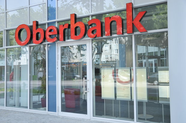 Austria's Oberbank transacting with 21 Iranian banks: CEO