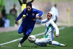 دیدار تیم های فوتبال بانوان ذوب آهن اصفهان و پالایشگاه گاز ایلام