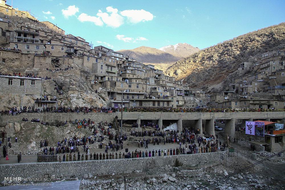 2403710 - روستای پالنگان به استقبال نوروز رفت/از روشن کردن مشعل تا رقص و پایکوبی